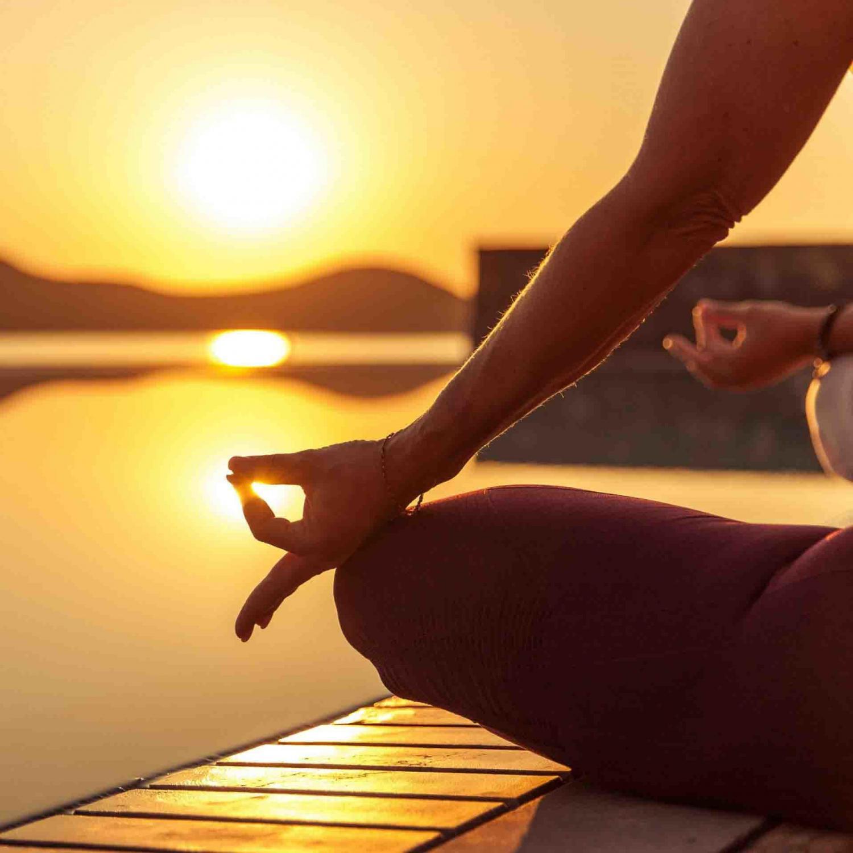 Am Wasser meditieremn - Sonnenuntergang